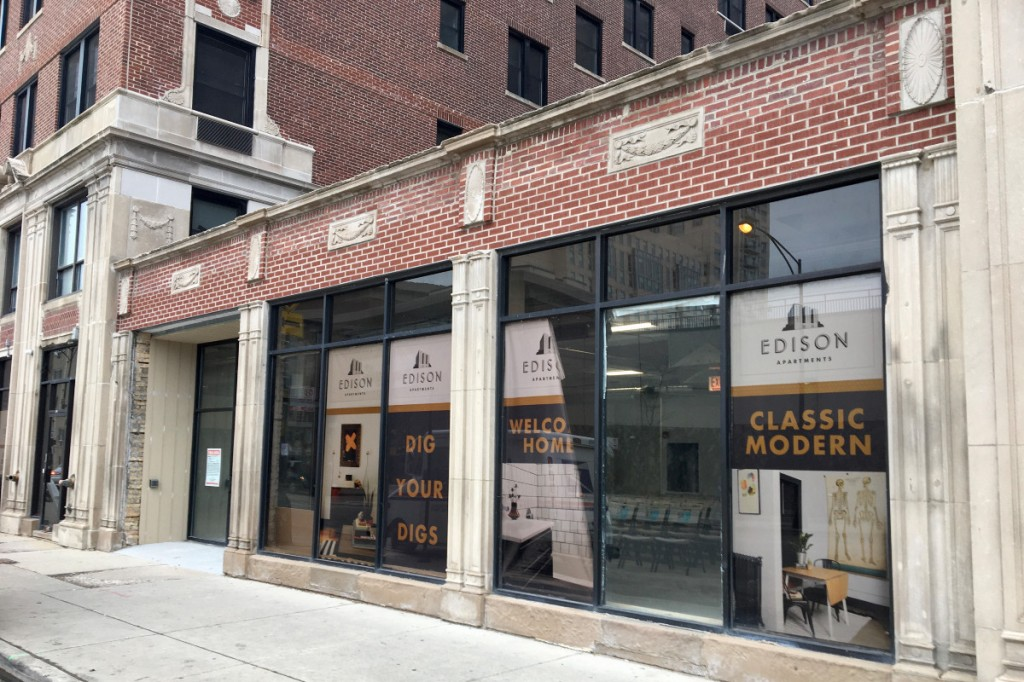 X Fun Gaming Cafe is seeking to open in this storefront on the ground floor of the Edison apartment building, 5214 N. Sheridan Rd. [Joe Ward/Block Club Chicago]