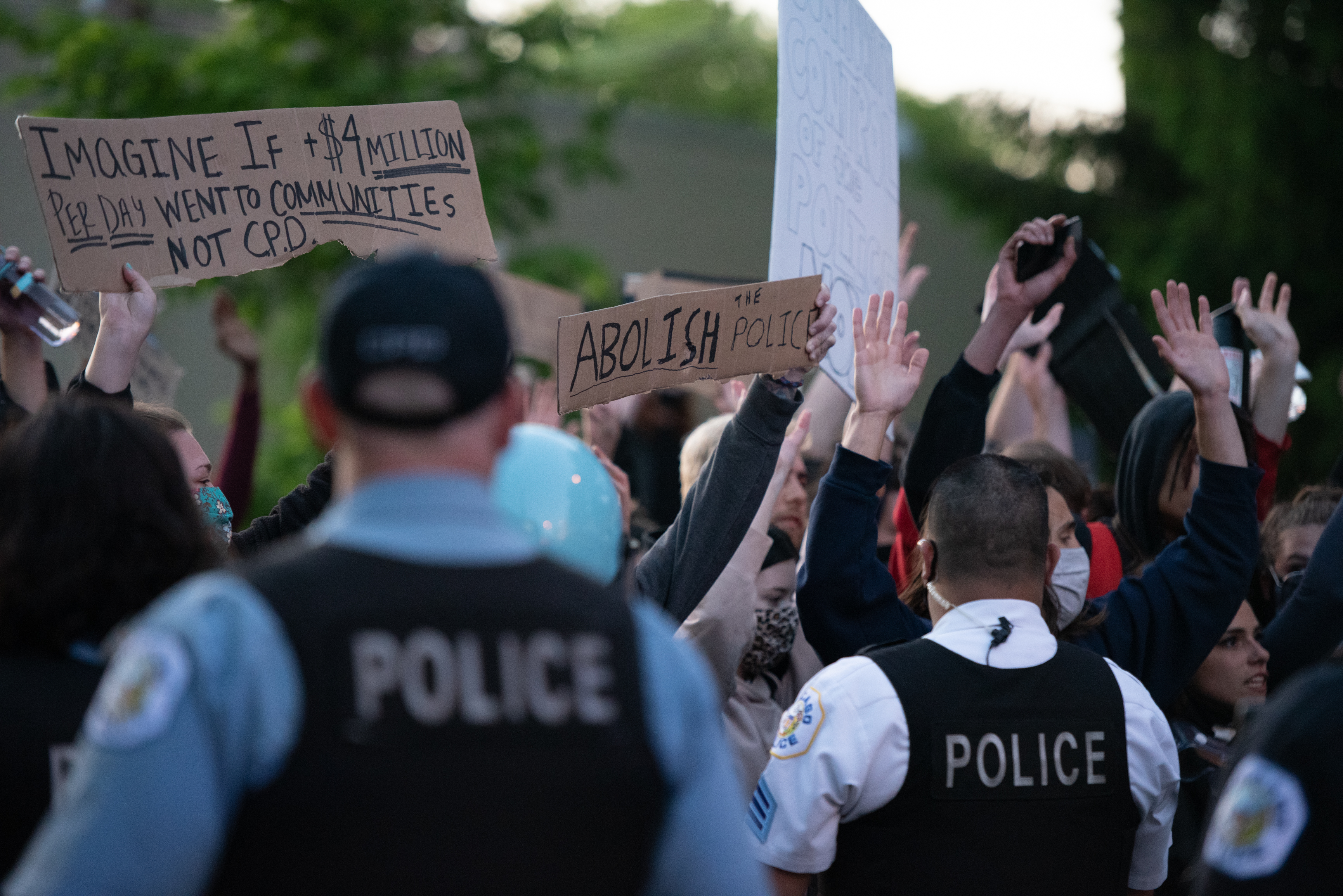 Police attempt to clear protesters onto the sidewalks in Lincoln Park as another night of chaos hit Chicago, Illinois on May 31, 2020. | Colin Boyle/Block Club Chicago